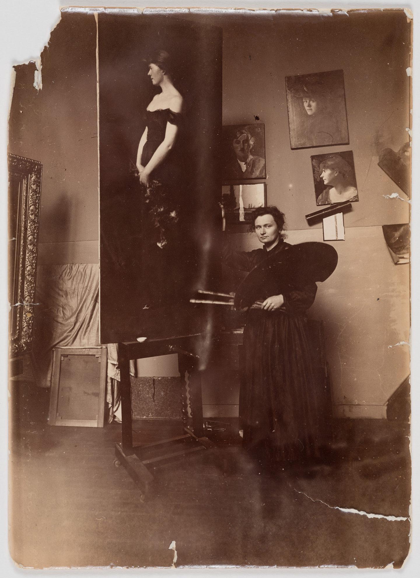 Malerin Roederstein in ihrem Atelier