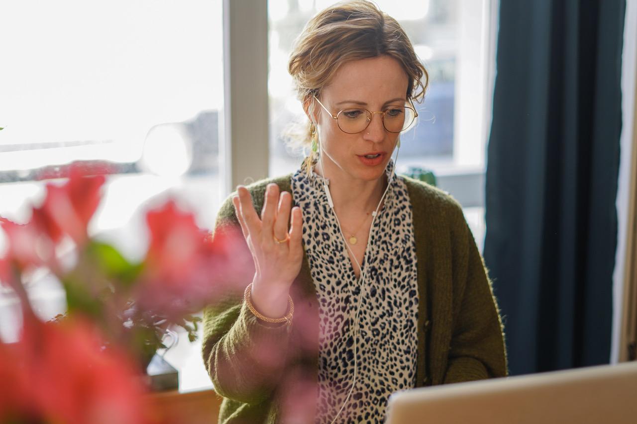 Sexologin Jacqueline Kalberer während einer Onlinetherapie
