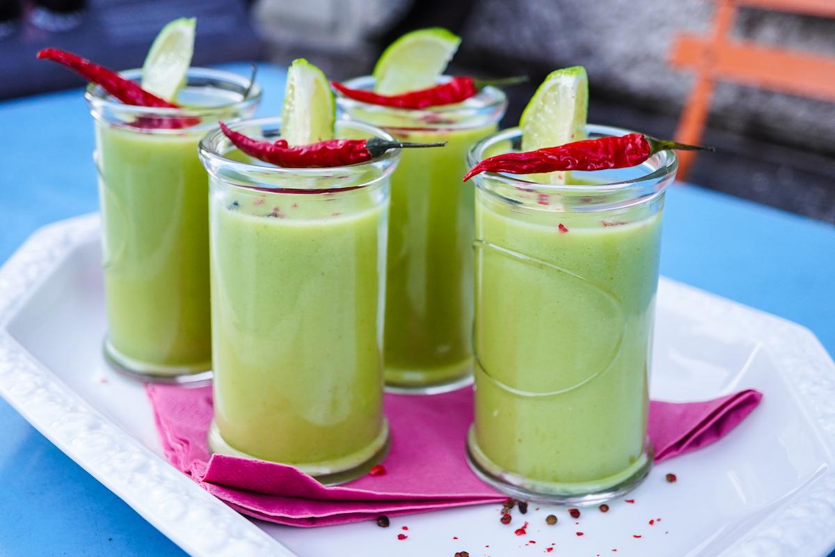 Avocadosuppe mit Chili und Limette