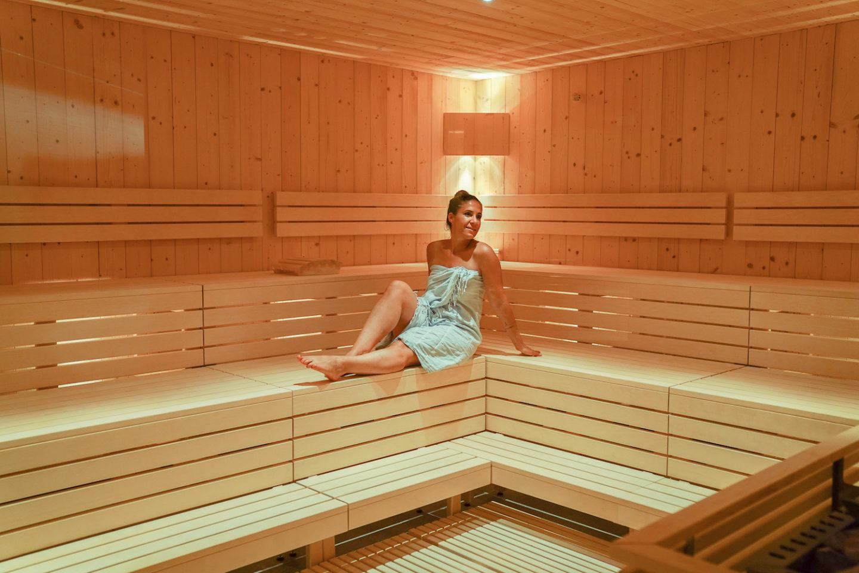 Sauna im Wellness Aua Grava mit Frau